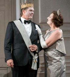 Claudius (Rod Gilfry) and Gertrude (Sarah Connolly) al Hamlet a Glyndebourne Fotografia de Richard Hubert Smith gentilesa del Festival de Glyndebourne