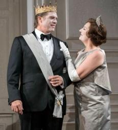 Claudius (Rod Gilfry) and Gertrude (Sarah Connolly) al Hamlet a Glyndebourne Fotografia de Richard Hubert Smith gentilesa del Festival de Glyndebourne