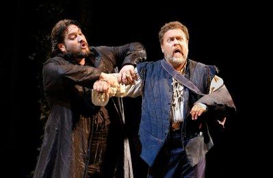 Nicola Alaimo (d'Ordow) i Carlo Lepore (Giorgio)