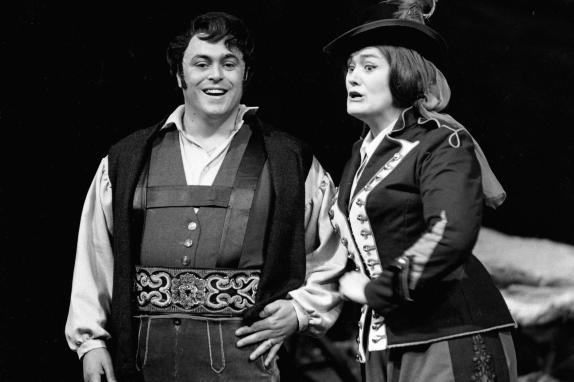 Luciano Pavarotti i Joan Sutherland a La Fille du Réguiment